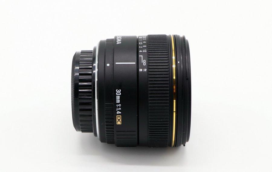 Sigma AF 30mm f/1.4 EX DC Pentax