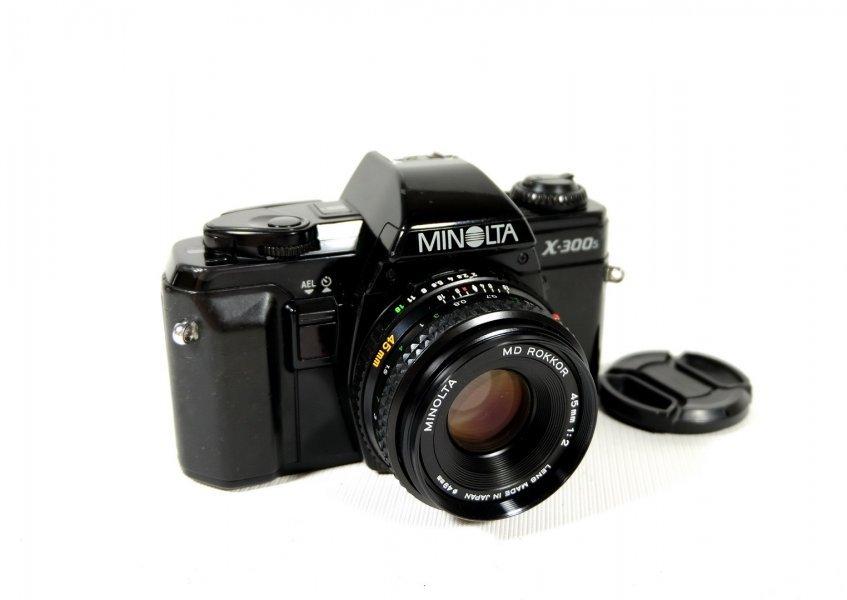 Minolta X-300s + Rokkor 2/45mm (Japan, 1990)