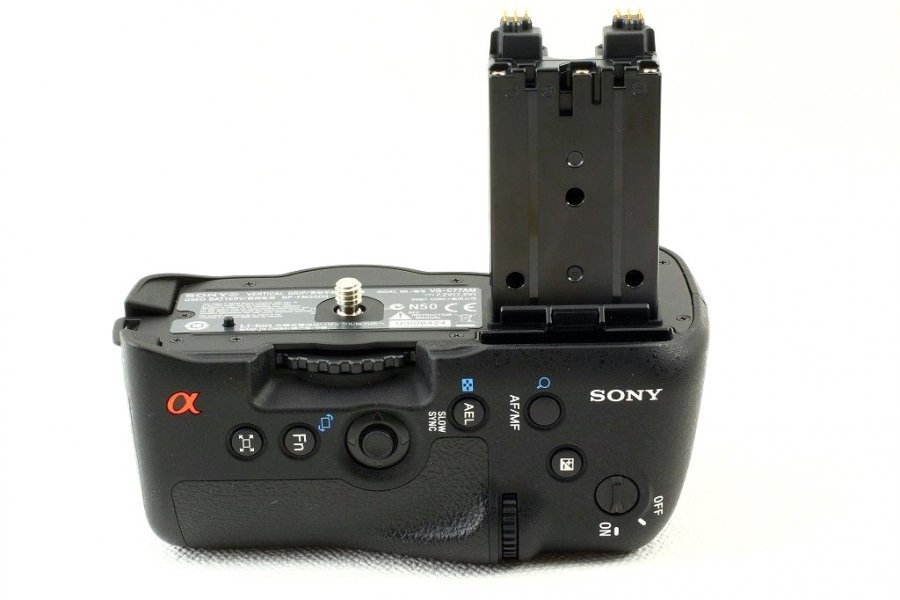 Батарейная ручка Sony VG-G77AM