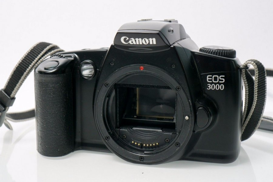 Canon EOS 3000 body (Japan, 2000)