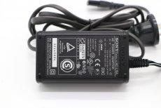 Зарядное устройство Sony AC-L15A