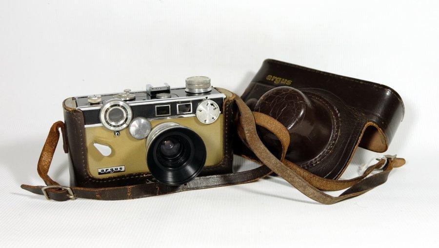 Argus C3 + Lens 4.5/35mm (USA, 1961)