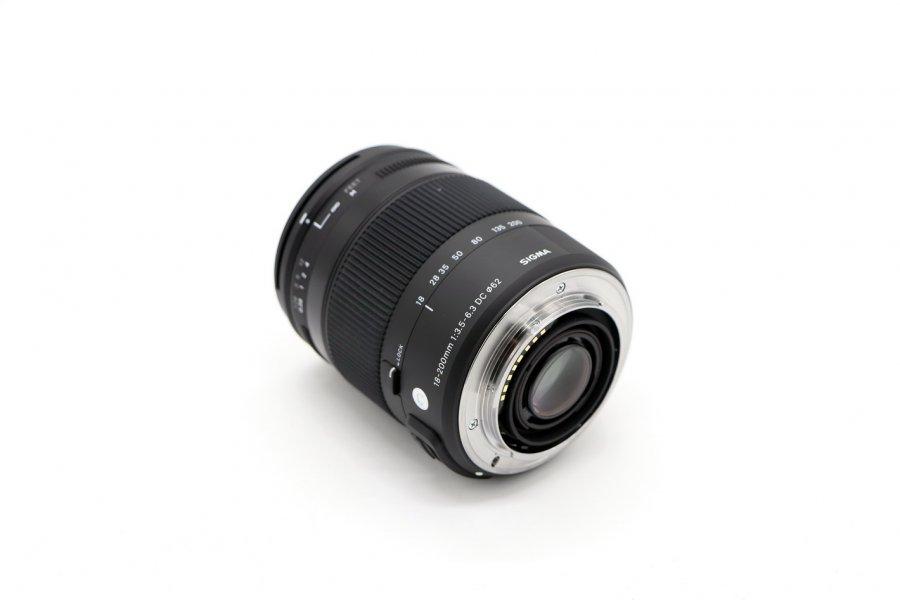 Sigma AF 18-200mm f/3.5-6.3 DC Macro HSM Contemporary Minolta A