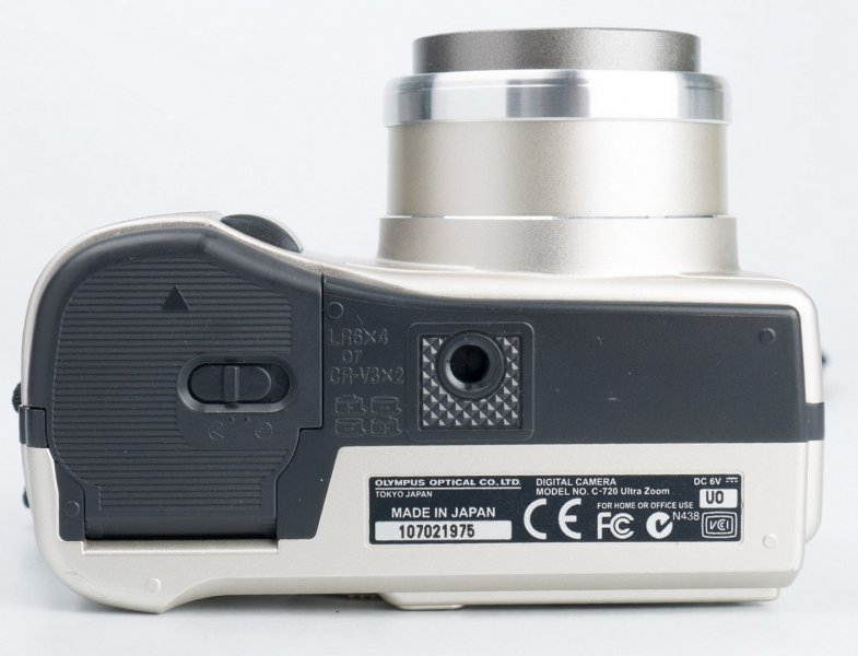 Olympus C-720 ultra zoom camedia (Japan)