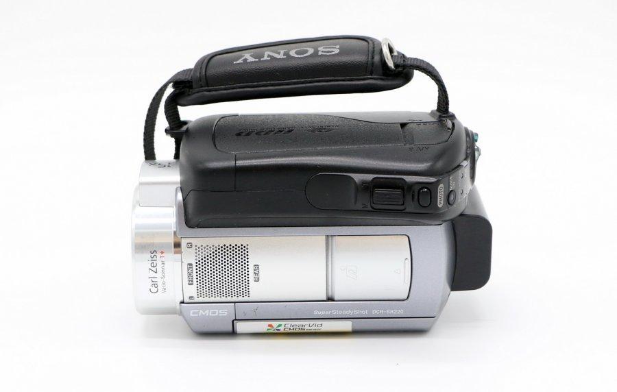 Видеокамера Sony DCR-SR220E