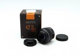 Yongnuo 42.5mm f/1.7 MFT в упаковке