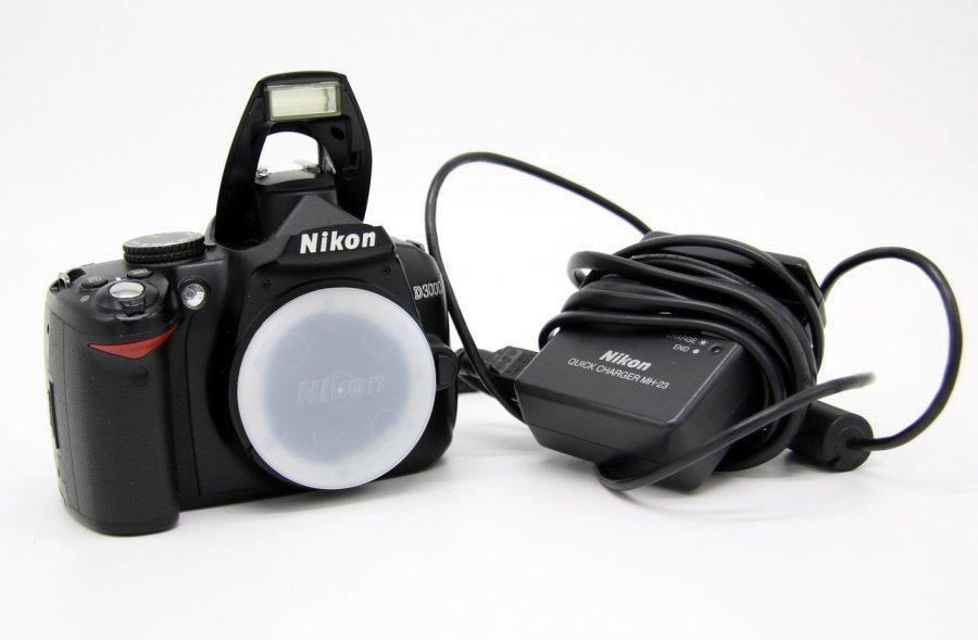 Nikon D3000 body (пробег 2300 кадров)